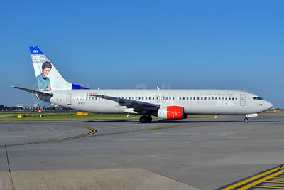 Scandinavian Airlines-SAS Boeing 737-883 LN-RCY (msn 28324) (Norwegian Most Punctual Person) LHR (Dave Glendinning). Image: 908661.