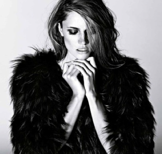 LE FASHION BLOG EDITORIAL COSTUME MAGAZINE FUR VOLUME COAT HAIR BEAUTY SMOKEY EYE7
