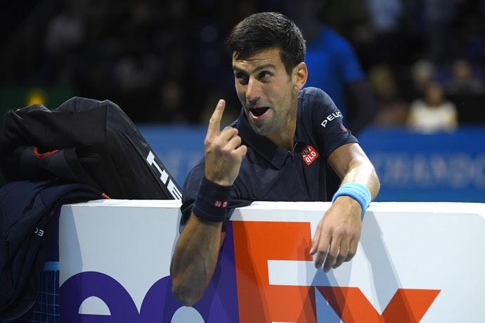 Novak Djokovic discute com o árbitro na partida contra David Goffin, pelo ATP Finals (Foto: Reuters / Toby Melville Livepic)