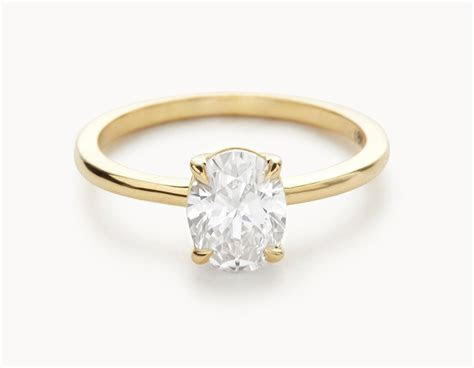 The Oval Engagement Ring   18k Yellow Gold   Vrai & Oro