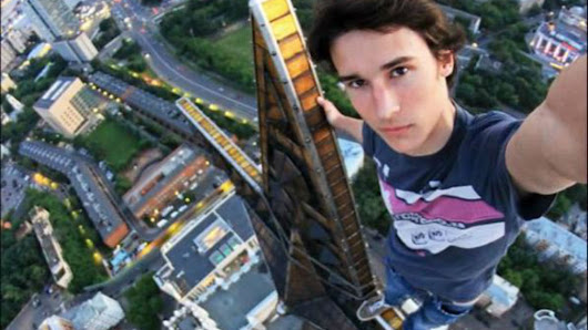 Totally Cool Or Seriously Fool? Are These The 10 Most Extreme Selfies Ever Taken? - Cools And Fools