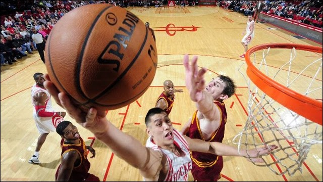 Jeremy Lin earns his first triple-double