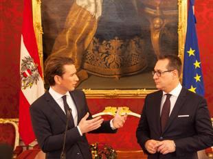 Kurz (a sinistra) e il leader dell'Fpoe Strache (Afp)