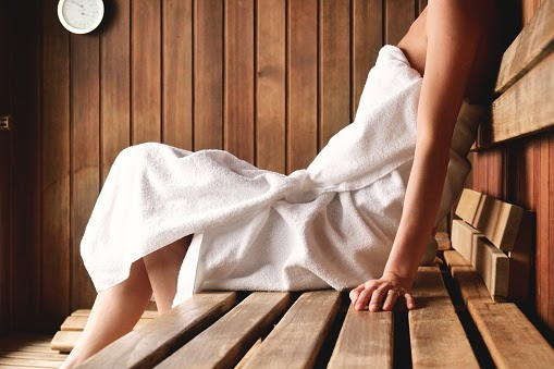 In the Sauna you Heal Yourself: Prevent Alzheimer's and take care of the heart