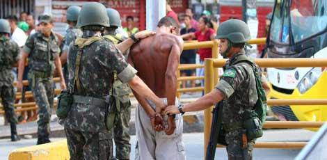 Exército foi acionado para tentar conter a segurança / Foto: Sérgio Bernardo/JC Imagem