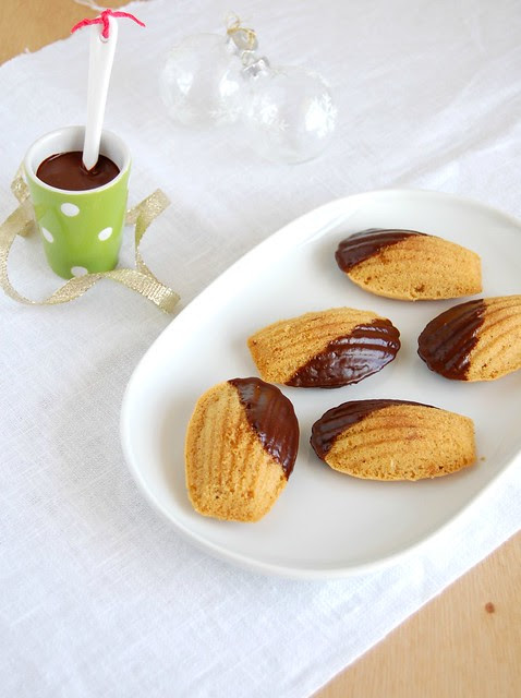 Gingerbread chocolate madeleines / Madeleines de gingerbread e chocolate