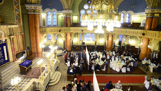 Bulgarian Jews Take Part in Pesach Seder at Sofia Synagogue