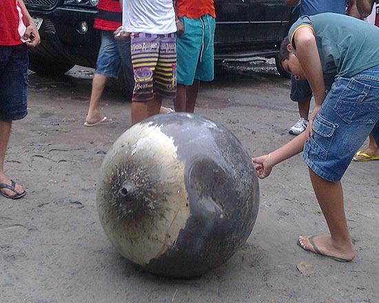 A esfera caiu no município de Anapurus, no interior do Maranhão, que tem cerca de 13 mil habitantes
