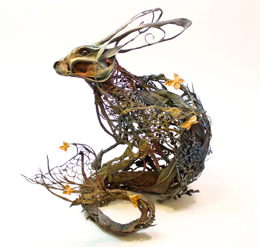As esculturas surrealistas de Ellen Jewett mesclam plantas e vida animal 05