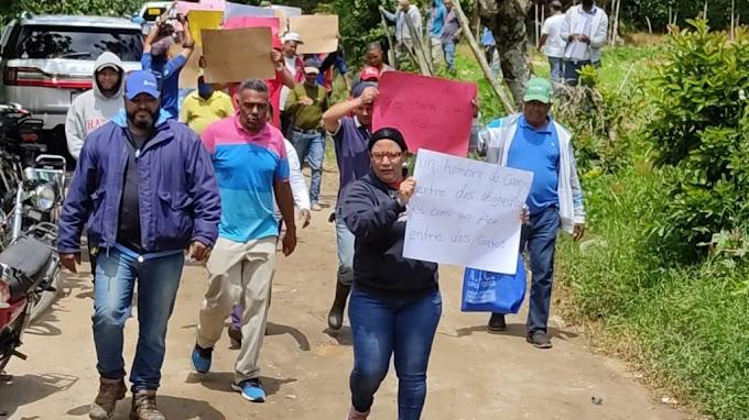 AGRICULTORES PROTESTAN EN JARABACOA POR AMENAZAS DE SER DESALOJADOS