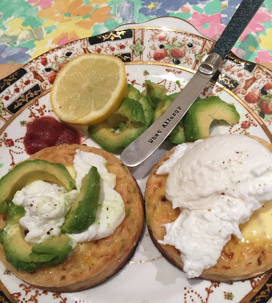 Avocado and poached egg on gluten free crumpets #crumpetchallenge | what allergy?