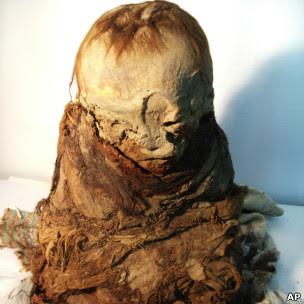 Múmia de criança teria pelo menos 700 anos (AP)