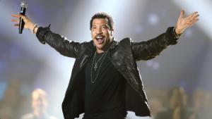 Lionel Richie fará três shows no Brasil em março de 2016