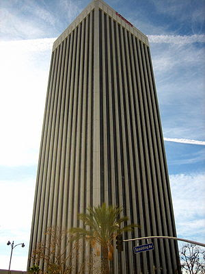 English: a high rise on Wilshire Blvd in the h...