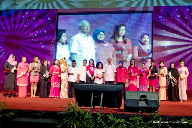 Anugerah IKON  WANITA MUDA 2012 – Kesatria Puteri Penyiaran Radio
