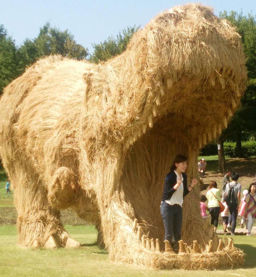 dinosaur-straw-sculptures-wara-art-festival-niigata-japan-3