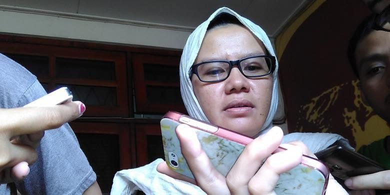 Wakil Koordinator Bidang Advokasi Komisi Untuk Orang Hilang (Kontras) Yati Andriani memberikan keterangan pers di Kantor KontraS, Jakarta, Rabu (3/8/2016)