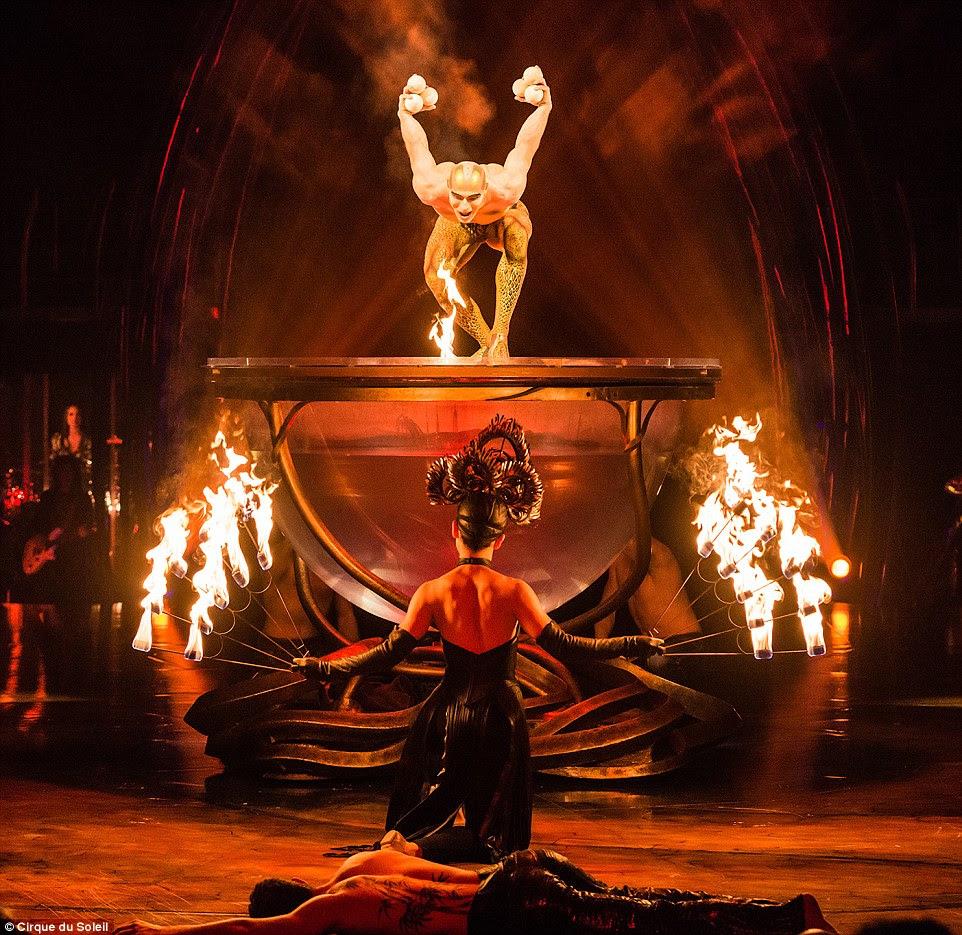 Cirque du Soleil está comemorando seu 20o ano no Royal Albert Hall de Londres - com um show dedicado às mulheres.  As espectaculares exibições incluem malabarismo com fogo