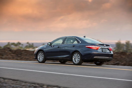 2016 Toyota Camry Hybrid XLE Review
