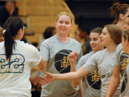 Lauren Hill, basketball player with inoperable cancer, makes another basket in her second college game for Mount St. Joseph