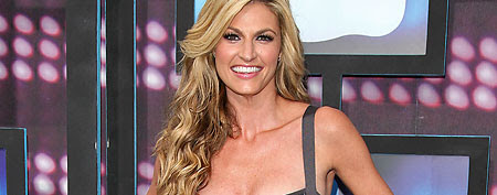 ESPN's Erin Andrews is dating a younger 'Gossip Girl' actor. (AP Photo)