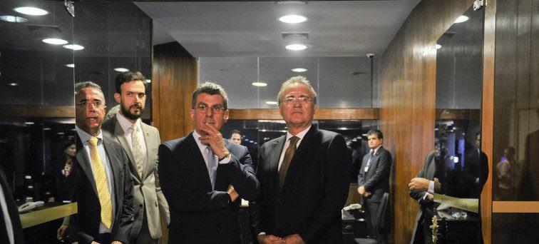 Presidente do Senado, senador Renan Calheiros(PMDB-AL) e ministro do Planejamento, Desenvolvimento e Gestão, Romero Jucá após encontro na Presidência. Foto: Jane de Aráujo/Agência Senado
