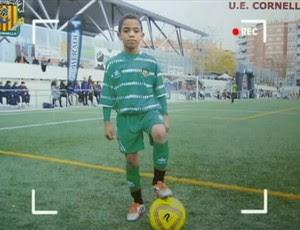 Jovem Cassiano foi aprovado nas categorias de base do Barça (Foto: Reprodução SporTV)