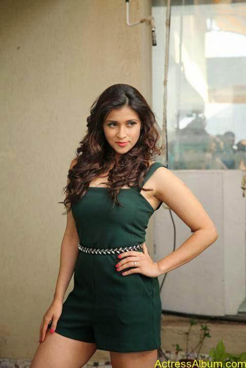 Zid Actress Mannara Chopra Hot Unseen Pics 8