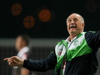 Felipão orienta o time na derrota do Palmeiras diante do Cruzeiro