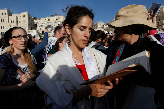 3 Ultra-Orthodox Men Arrested at Western Wall - NYTimes.com