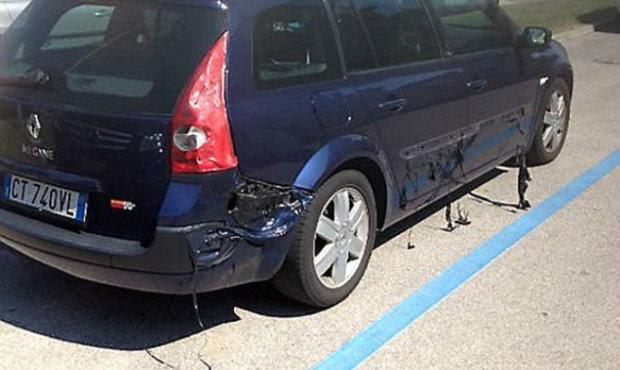 Calor derrete parte de carro na Itália Reprodução/