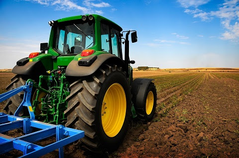 Aberdeen Hydraulics: What Damage a Tractor Hydraulics Leak Can Create