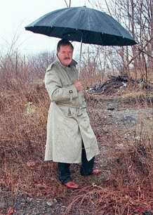 Robert Fitzpatrick, pictured at the McIntyre crime scene, spent more than 20 years as an FBI agent.