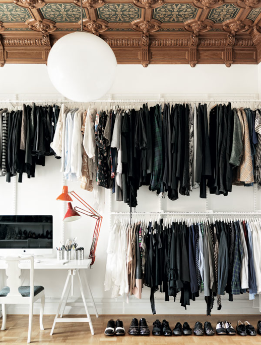 LE FASHION BLOG INTERIOR DESIGN HOME INSPIRATION CLOSET OPEN CLOSETS SCANDINAVIAN SWEDISH MINIMAL RACKS ORNATE CEILING BRIGHT LAMPS WHITE GLOBE LIGHT LIGHTING ELLE INTERIOR SARA JULIUS EMMEA PERSSON LAGERBERG PETRA BINDEL 2