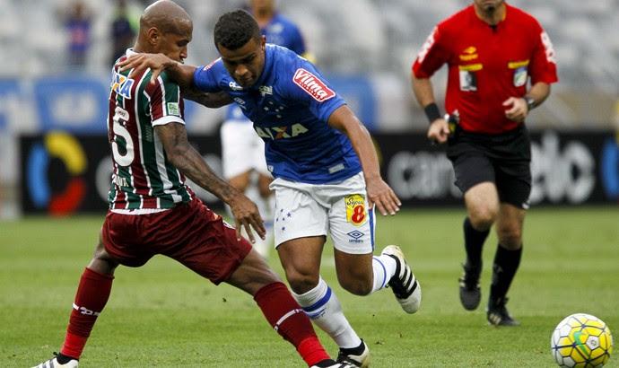Alisson, do Cruzeiro, contra o Fluminense (Foto: Washington Alves/Light Press)