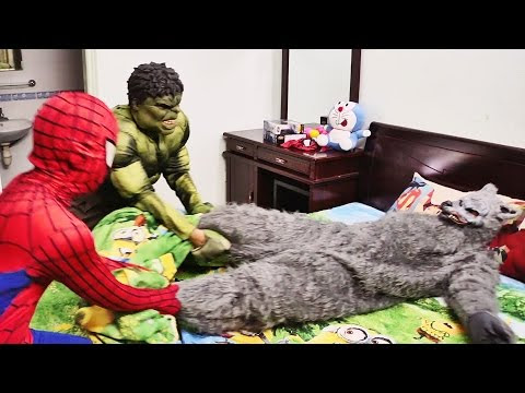 Hulk rescue the Spiderman and Snow White princess escape the Wolf
