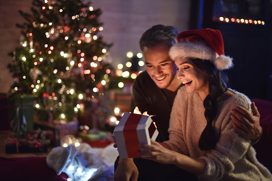 Are employers obliged to pay employees a Christmas bonus?