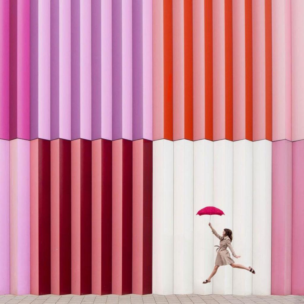 As criativas fotos de um casal que viaja o mundo brincado com a arquitetura 07