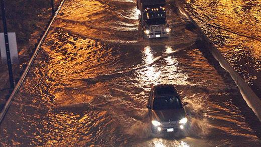 Les voitures étaient jusqu'à leurs portes dans l'eau après des inondations couvert Don Valley Parkway de Toronto en mai.
