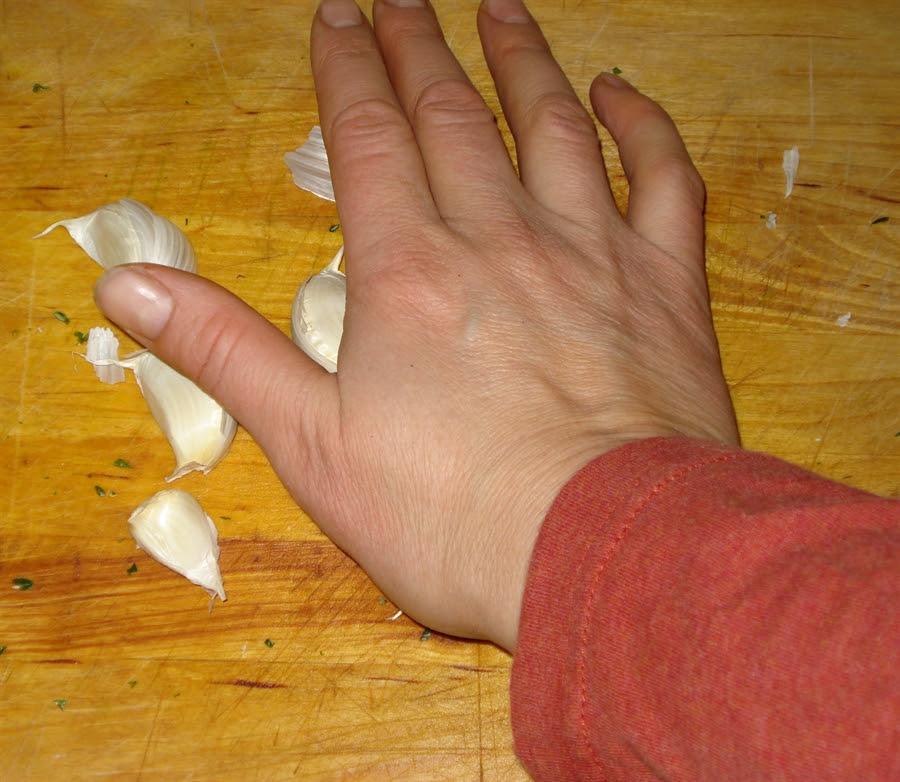 06 crushing garlic