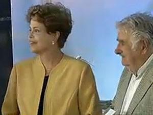 Dilma e o colega José Mujica, durante inauguração de parque eolico no Uruguai (Foto: Reprodução/NBR)