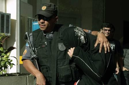 O cabo Handerson Lents Henriques da Silva deixou a Divisão de Homicídios encapuzado.