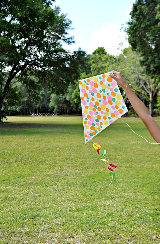 How to Make a Kite - About A Mom