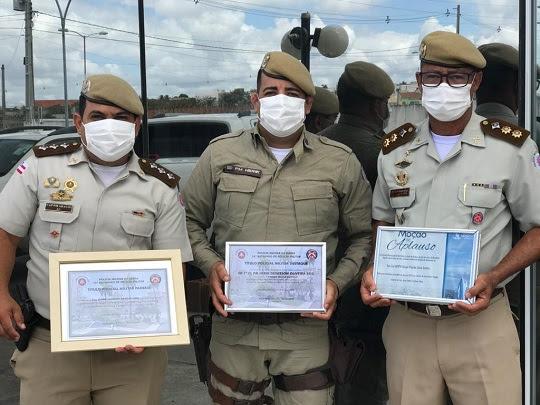 Na foto: capitão Araújo, soldado Herik Deivison e o tenente-coronel Gilson Paixão, comandante do 16º BPM | Notícias de Santaluz