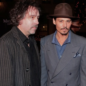 Tim Burton (esquerda) e Johnny Depp participam de première nos EUA (5/12/2007)
