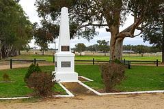 IMG_0477_Henry_Lawson_Obelisk_Grenfell