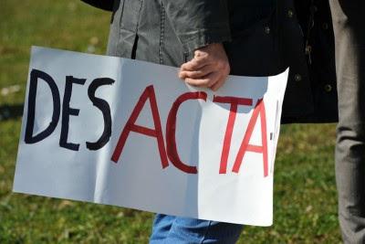 Os protestos surtiram efeito e o ACTA não será aprovado tão cedo na UE