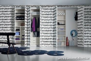 Una carta con effetto legno, caratterizzata da colori tenui come quello dell'azzurro o del beige, potrebbe essere la scelta ideale per rinnovare un mobile. Casa Moderna Roma Italy Rivestire Armadio