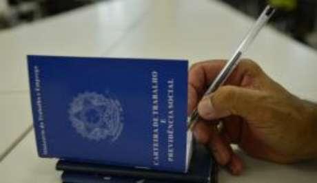 O cartão emitido pela internet substituirá o registro atual, anotado na carteira de trabalho