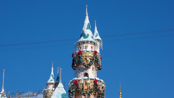 Disneyland Resort, Disneyland, Sleeping Beauty Castle, Christmas, Christmas Time, Garland